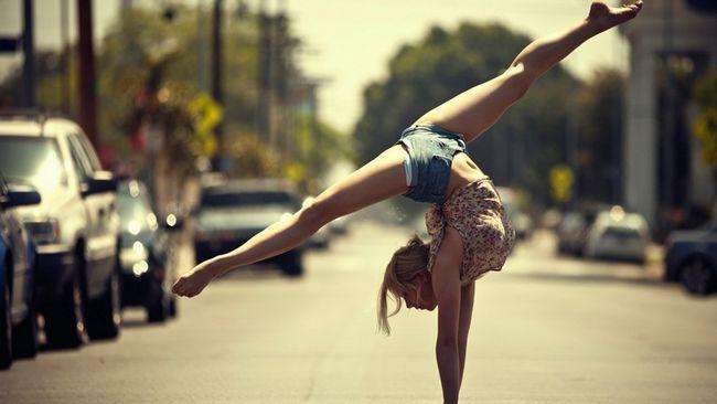 Акробатика - це набір гімнастичних вправ, що тренують м`язи