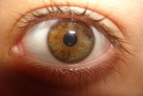 Очі хамелеони у людини - це реально!