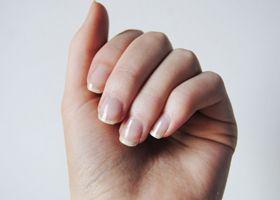 Зміна кольору нігтів