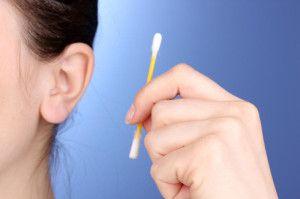 Як і навіщо чистити вуха
