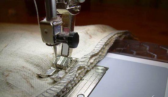 Готовые детали крепятся между собой английскими булавками и сшиваются