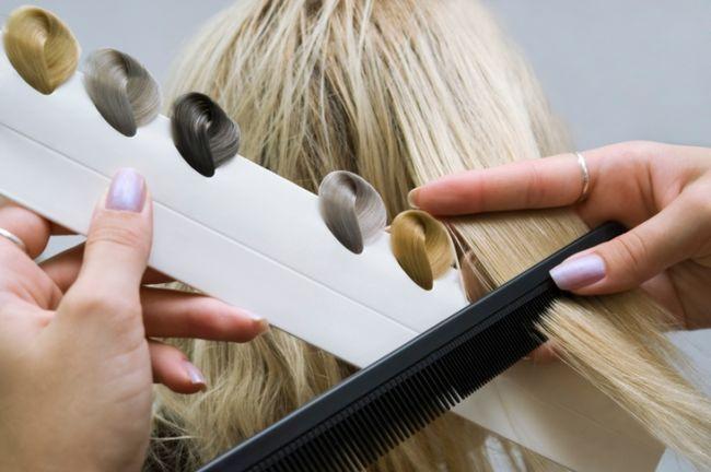 Як правильно фарбувати волосся? Фарба для волосся або хна?