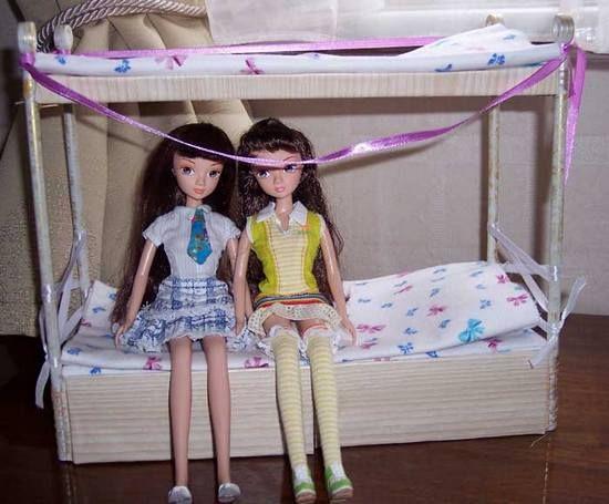 Двухъярусная кровать для кукол из картона