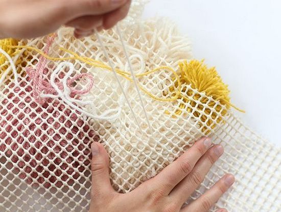 Как сделать коврик из помпонов своими руками: советы