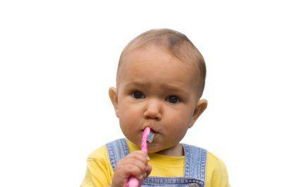 Як доглядати за зубами дитини