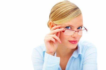 Які окуляри для зору краще скло або пластик