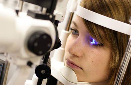 Лазерна операція на очі: переваги, наслідки та відгуки