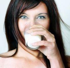 Калорійність сухого молока (знежиреного) - 373 ккал на 100 г порошку