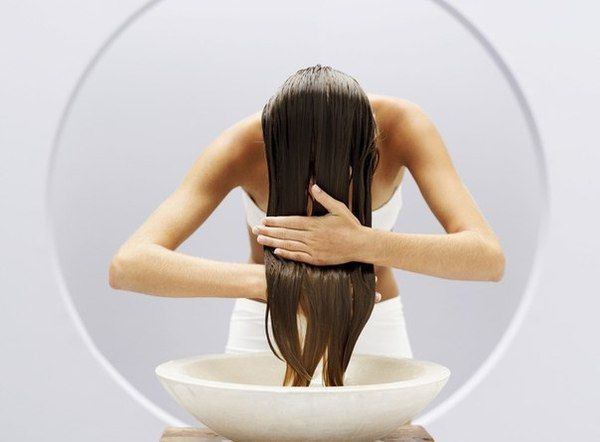 Ополіскування волосся оцтом: користь процедури. Як обполіскувати волосся оцтом?