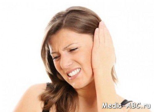 Чому болить за вухом?