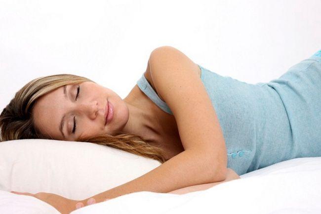 Чому не можна спати з мокрим волоссям?