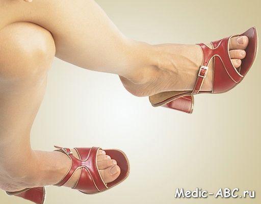 Чому з'являються плями на ногах?