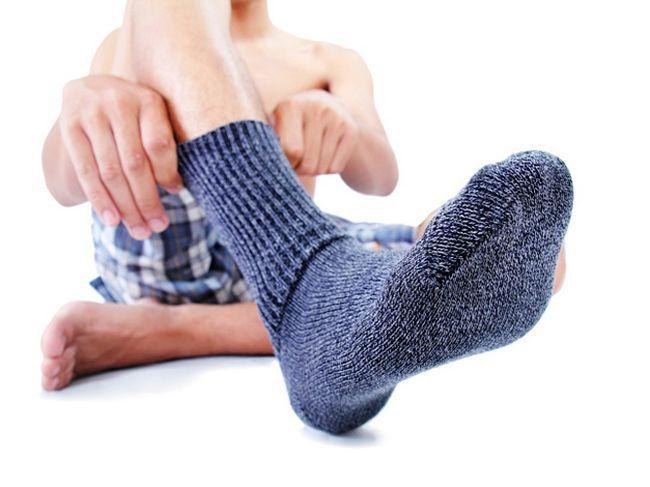 Потіють ноги: що робити? Чому з'являється пітливість і неприємний запах ніг?