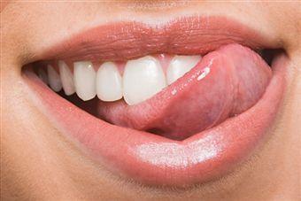 Причини тріщин в куточках губ