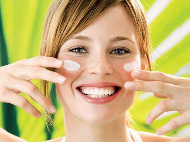 Сонцезахисний крем spf50 для обличчя - який краще? Відгуки та застосування