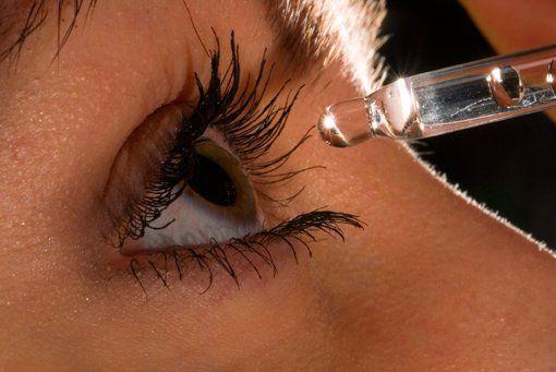 Догляд за шкірою навколо очей народними засобами