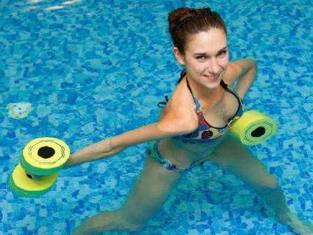 Заняття аквааеробікою: користь аквааеробіки і комплекс вправ