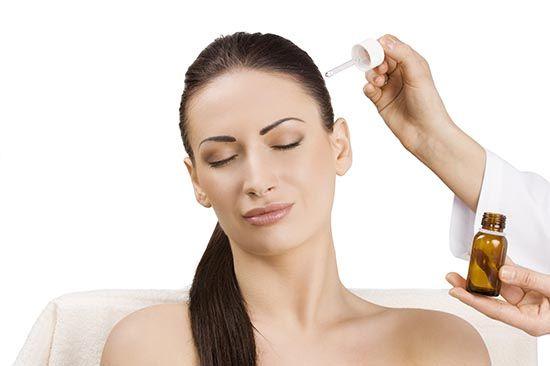 Як комплексного лікування жирного волосся велику роль відіграють засоби народної медицини і домашній догляд